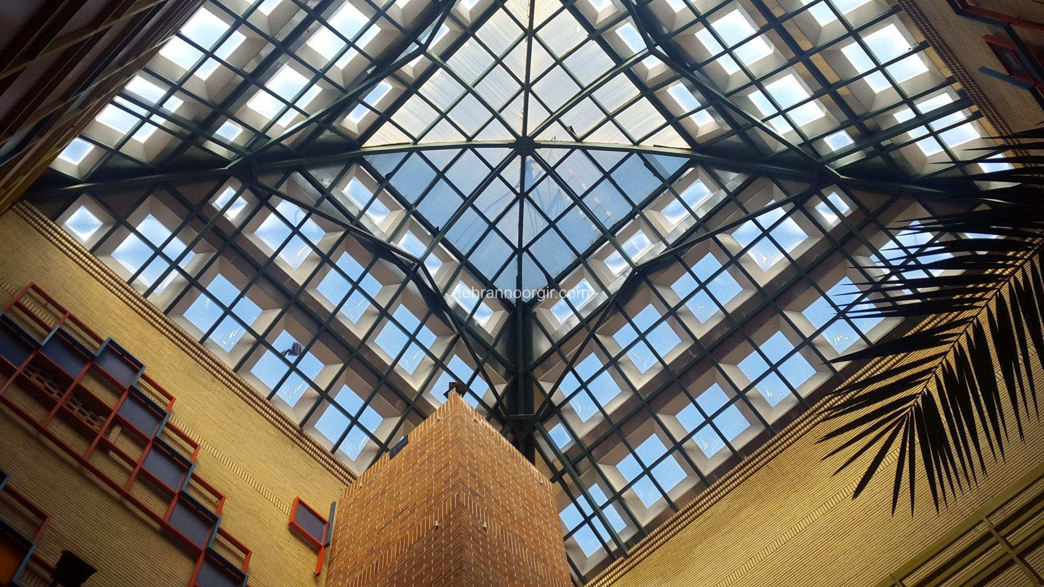نورگیر سقفی به صورت هرمی در رشت